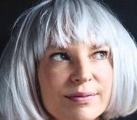 Η Sia αποκαλύπτει το καινούριο της τραγούδι.