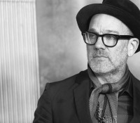 O Michael Stipe των R.E.M. διασκευάζει Bowie