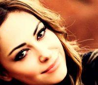 Η Μελίνα Ασλανίδου με νέο single «Μες Στο Σπίτι Δε Μένει Κανείς»
