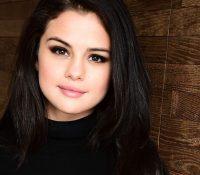 Η Selena Gomez στο κέντρο αποτοξίνωσης χαμογελαστή και με νέο look!