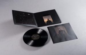 david-bowie-blackstar-record-2016-best-artwork-vinyl-edition_0002_dsc_3061-1024x667
