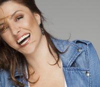 Έλενα Παπαρίζου «Αγκάλιασέ Με» Νέο τραγούδι και νέο VideoClip