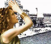 Η Γλυκερία τραγουδάει «Σμυρνέικο Μινόρε» στο Δημοτικό Θέατρο Πειραιά.