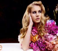 Ακούστε το «Coachella – Woodstock in My Mind» απο τη Lana!