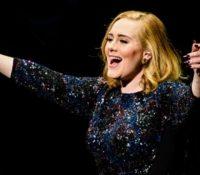 Η Adele δεν γράφει νέα τραγούδια λόγω… καλής διάθεσης;