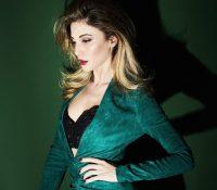 Στέλλα Καλλή «Φίλησέ Με» Νέο Single