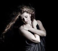 Άννα Μπουρμά «Νομίζεις Πως Μιλάς» νέο Τραγούδι