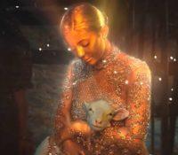 H Kylie Jenner στο νέο βίντεο κλιπ του Travis Scott