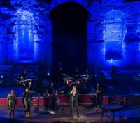 Bryan Ferry: Ένα κατάμεστο Ηρώδειο υποδέχθηκε έναν από τους τελευταίους μεγάλους μουσικούς μας ήρωες.