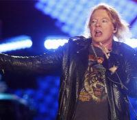 Guns N' Roses και Axl Rose μετά από 10 χρόνια, το πρώτο του Τραγούδι.