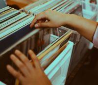 Λόγω Κορωνοϊού στο Ναδίρ οι πωλήσεις των άλμπουμ.