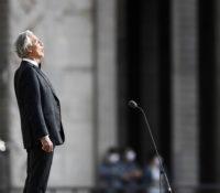 Andrea Bocelli, Τραγούδησε και συγκλόνισε στον άδειο καθεδρικό ναό Duomo του Μιλάνου.