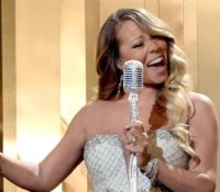 Mariah Carey τραγουδάει το «Hero» για όλους αυτούς που εργάζονται εν μέσω της πανδημίας