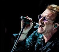 Ο Bono των U2 πατάει τα 60 και μοιράζεται τα «60 τραγούδια που έσωσαν τη ζωή του»