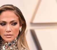 Jennifer Lopez με μια φωτογραφία από studio προαναγγέλλει καινούργια τραγούδια.