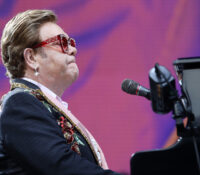 "Elton John ""Regimental Sgt. Zippo"" ωδή στους Beatles το ακυκλοφόρητο τραγούδι του."