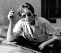 John Lennon 80 χρόνια Μουσικής κληρονομιάς  σε ένα ανθολόγιο.