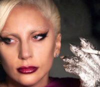 Lady Gaga, κάνει Μαθήματα συμπεριφοράς «Πρέπει να αποβάλουμε τις συνήθειες της λευκής υπεροχής»